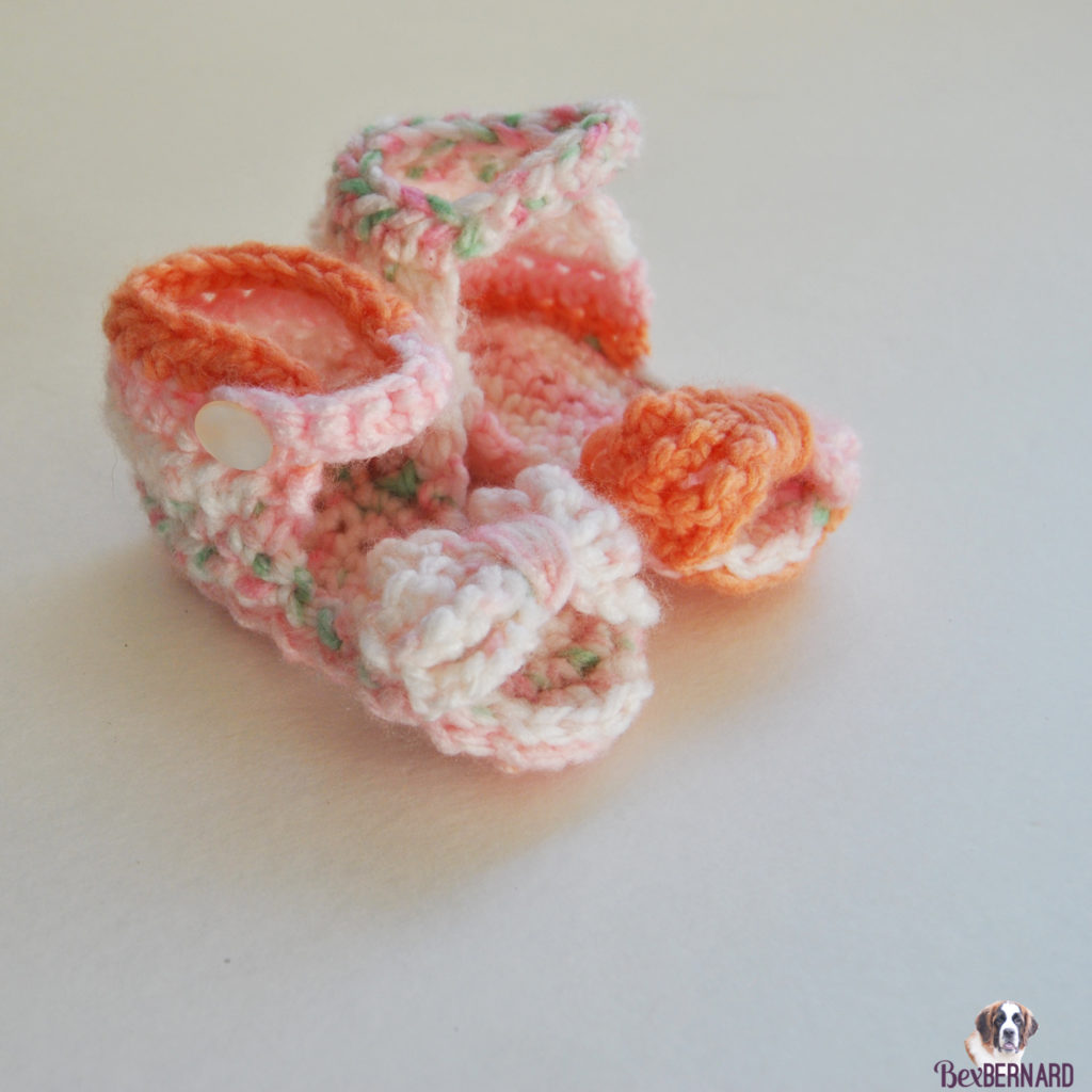 Pink and orange knitted hat and sandals. Homemade baby shower gift | bexbernard.com